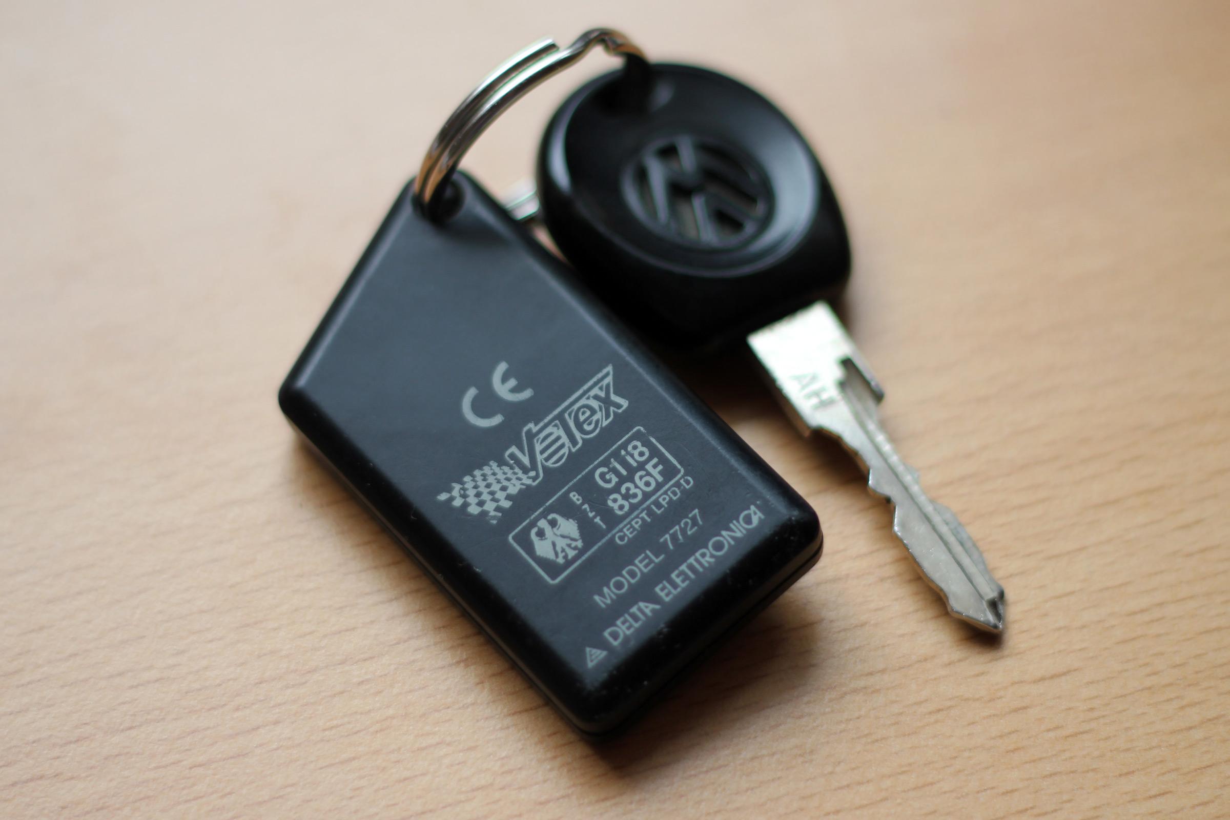 Votex 7727 Zentralverriegelung bzw. Fernbedienung nach Batteriewechsel neu anlernen und codieren