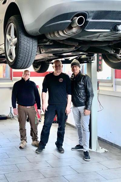 """Julian Benedikt dürfte vielen Alfisti wegen seiner Fernsehdokumentation mit dem Titel """"Die Fahrt ist das Ziel - Faszination Alfa Romeo"""" bekannt sein."""