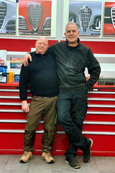 Naja, und so kam es, dass Julian vor einigen Tagen bei Robert in der Werkstatt war, um für seinen Alfa Romeo 159, 2.4 Liter, JTDM TI, sowohl einen Ölwechsel als auch ein Software-Update für Blue & Me (Freisprechanlage) durchführen zu lassen.