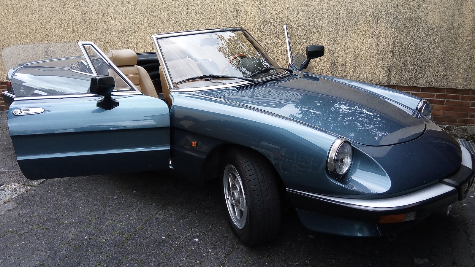 Alfa Romeo Spider nach der Politur mit Meguiar's Ultimate Compound