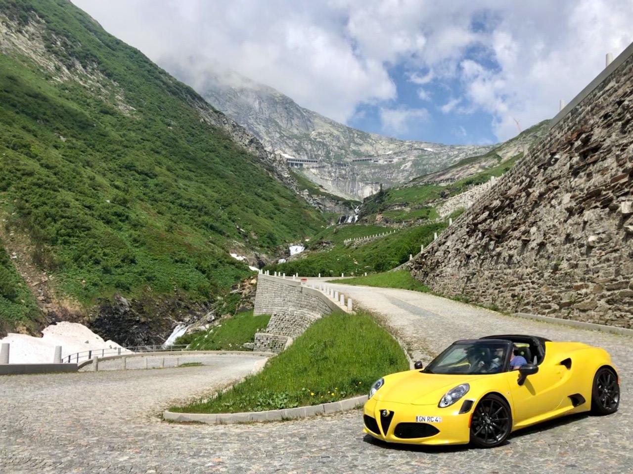 Mit dem Alfa Romeo 4C über die Gotthardstraße in der Schweiz